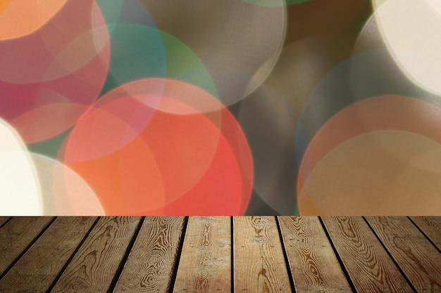Tło to pusta drewniana tablica i ściana z niewyraźnymi światłami bokeh do demonstracji produktów
