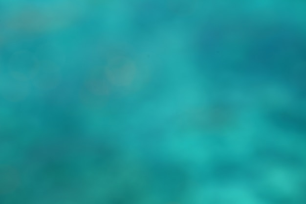 Tło turkusu wody abstrakcjonistyczna rozmyta powierzchnia morze.