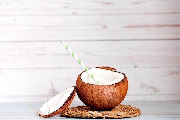 Tło z bliska rozszczepione kokosy