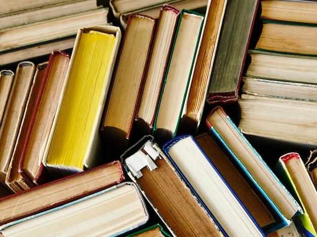 Tło z książek. książki z bliska.