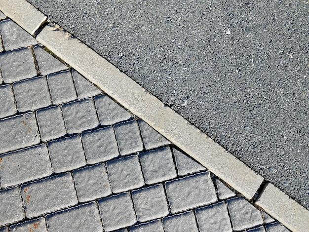 Tło z kwadratową brukowaną podłogą i przekątną cementu