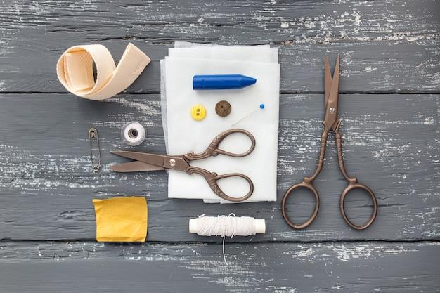 Tło z narzędziami i akcesoriami do szycia i dziewiarstwa