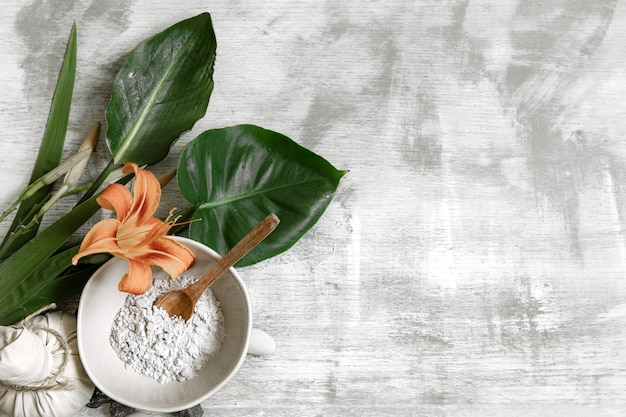 Tło z naturalnych składników o konsystencji pudru do przygotowania maseczki do pielęgnacji skóry.