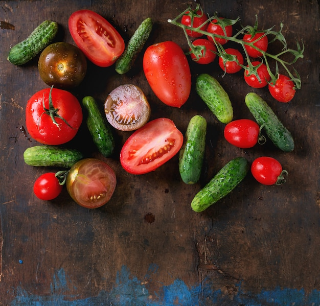 Tło z pomidorami i ogórkami