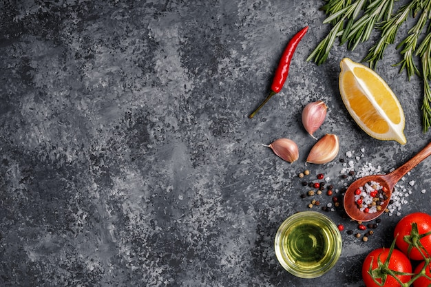 Tło z przyprawami, ziołami i oliwą z oliwek.