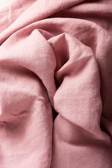 Tło z różową lnianą tkaniną, widok z góry na dół