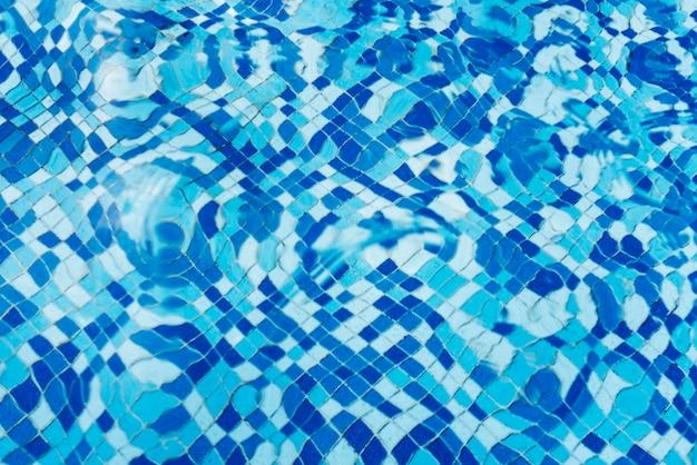 Tło z teksturą wody w basenie