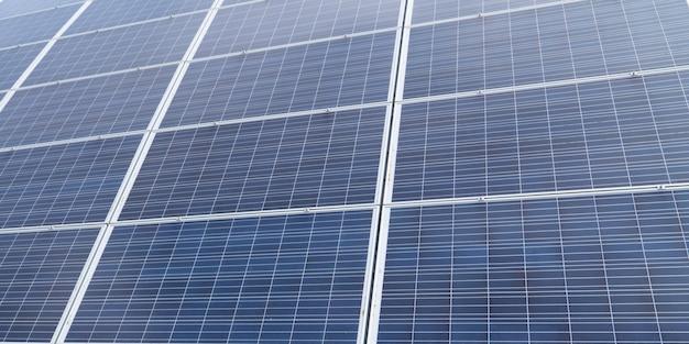 Tło zbliżenie modułu fotowoltaicznego panelu energii słonecznej