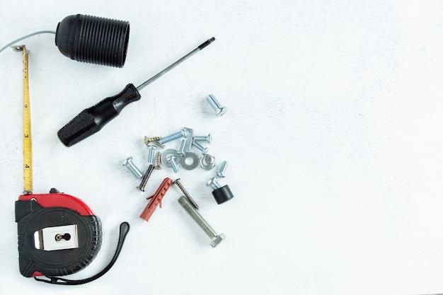 Tło ze śrubami i narzędziami