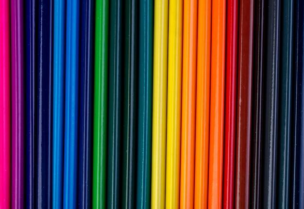 Tło zestaw kolorowych ołówków widok z góry
