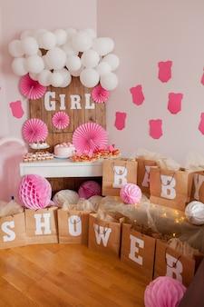 To dziewczyna. baby shower dekoracja na imprezę.