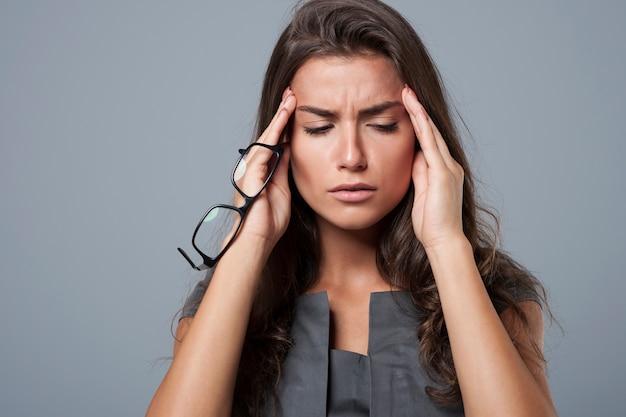 To nieznośny ból głowy