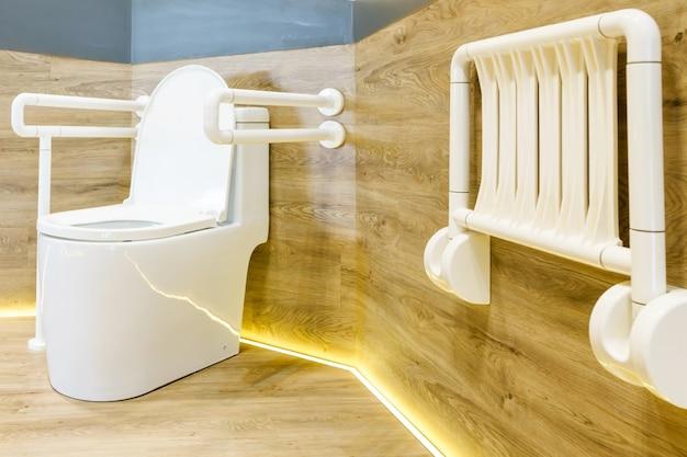Toaleta dla osób starszych i niepełnosprawnych dla wsparcia ochrony ciała i poślizgu