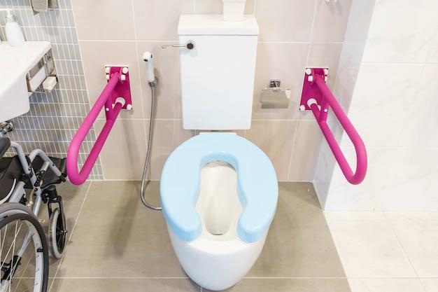 Toaleta dla osób starszych i niepełnosprawnych, dwustronny uchwyt do podpierania ciała i slipa