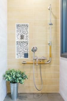 Toaleta dla osób starszych i niepełnosprawnych