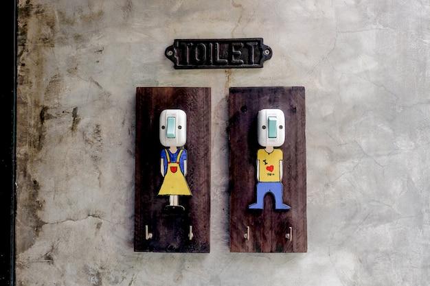 Toaleta vintage przełącznik oprawa oświetleniowa, symbol chłopca i grilowa śliczna oprawa oświetleniowa