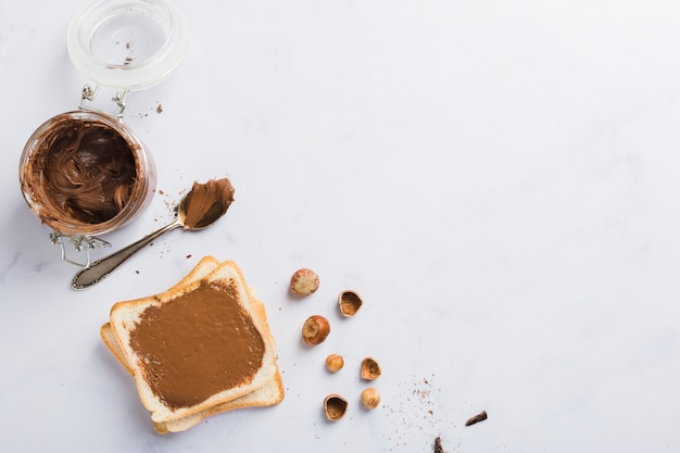 Toast z kremem czekoladowym