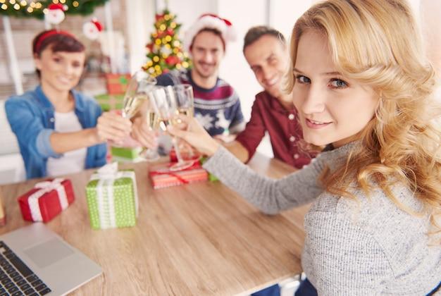 Toast za nadchodzący biznes w nowym roku