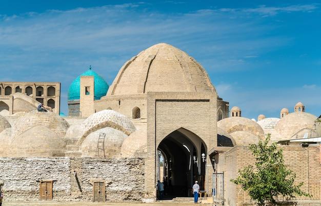 Toki zargaron, starożytne kopuły handlowe w bucharze w uzbekistanie. azja centralna