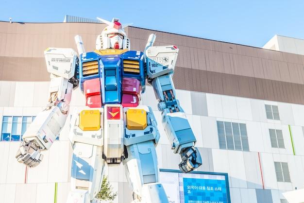 Tokio, japonia - listopad 27,2015: gundam statua model performanc