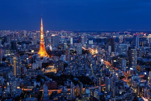 Tokyo tower w nocy