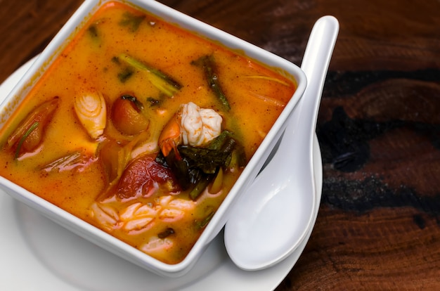 Tom yam kung. kuchnia tajska.