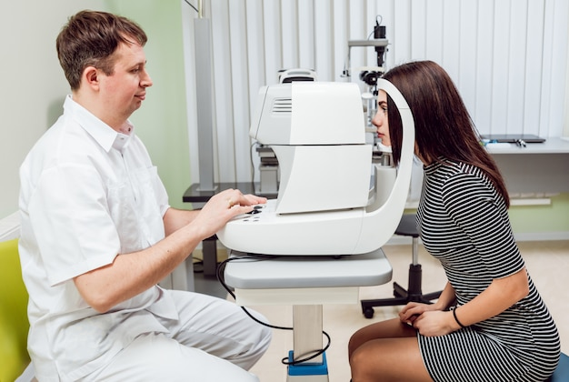 Tonometria oka bezdotykowy tonometr.