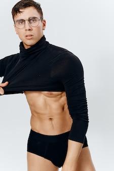 Topless facet kulturysta fitness umięśnione majtki i sweter