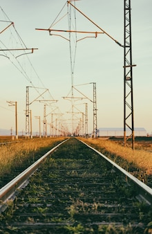 Tor kolejowy, stare szyny