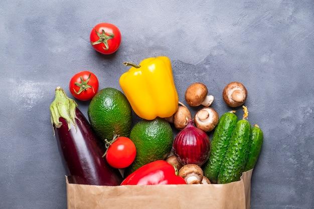 Torba papierowa z warzywami