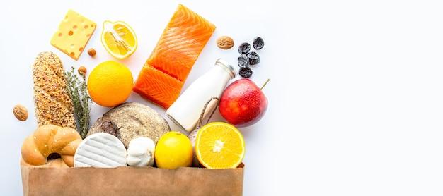 Torba papierowa zdrowej żywnościżywność wegetariańskazdrowa żywność w tle koncepcja żywności w supermarkecie