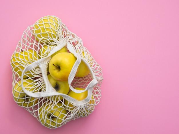 Torba sznurkowa z jabłkami na różowo
