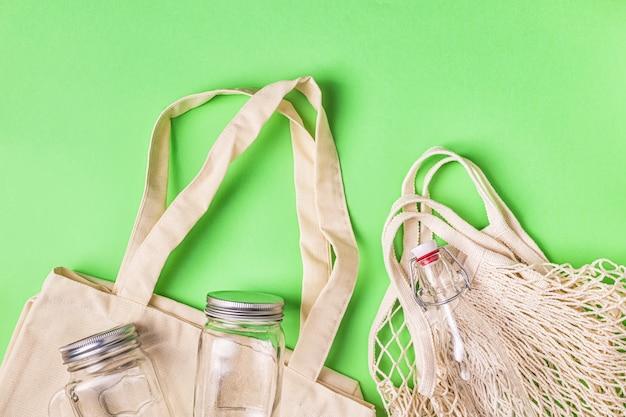 Torby bawełniane i szkło do bezpłatnych zakupów plastikowych