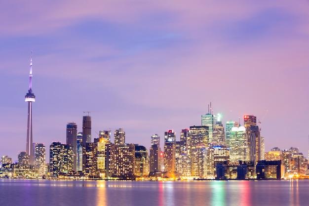 Toronto skyline o zmierzchu