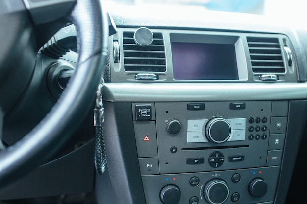Torpeda i panel sterowania samochodu . koncepcja samochodów używanych