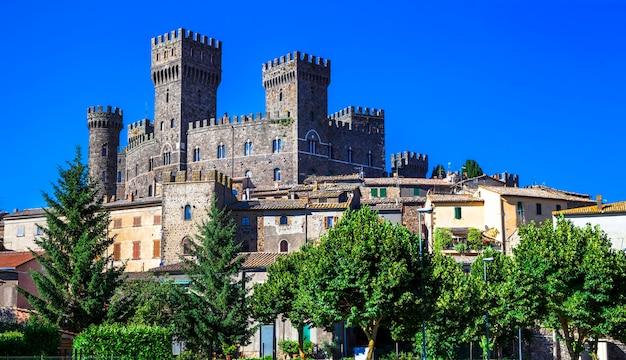 Torre alfina, średniowieczna wioska i zamek w prowincji viterbo we włoszech