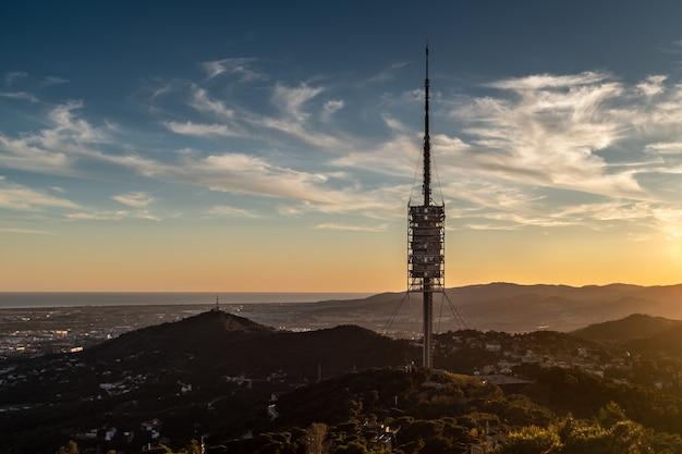 Torre de collserola, główna wieża telekomunikacyjna w katalonii.