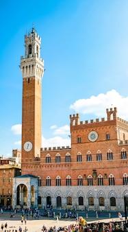 Torre del mangia w sienie, toskania.