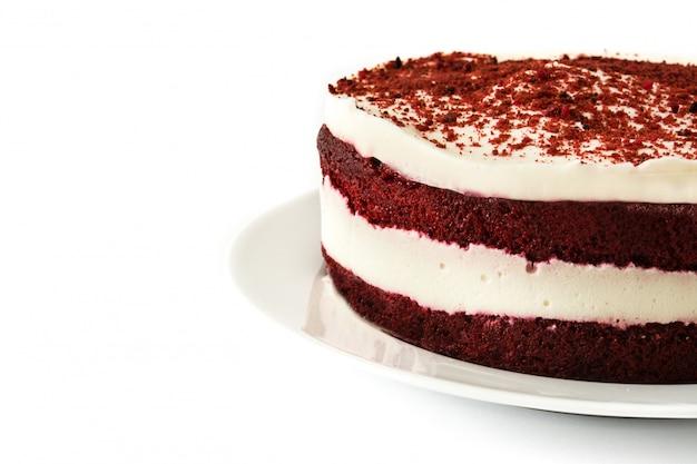 Tort czerwony aksamit na białym tle
