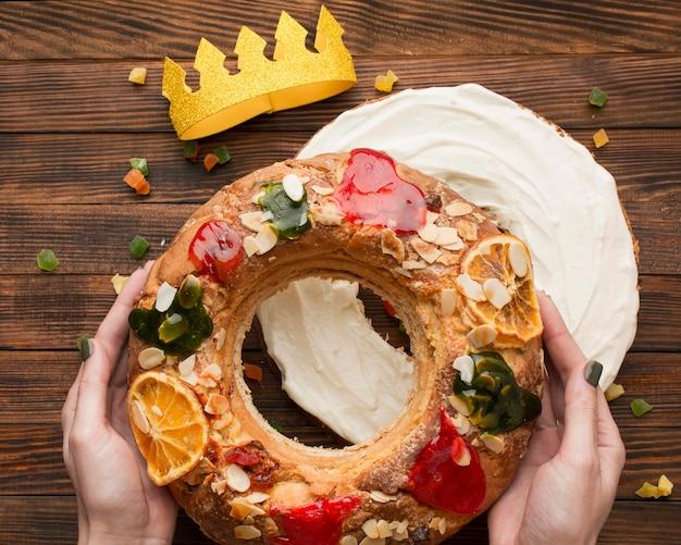 Tort objawienia pańskiego roscon de reyes i crown