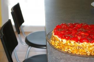 Tort truskawkowy, tort