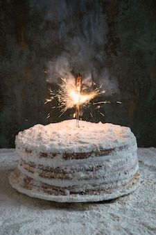 Tort urodzinowy ozdobiony brylant