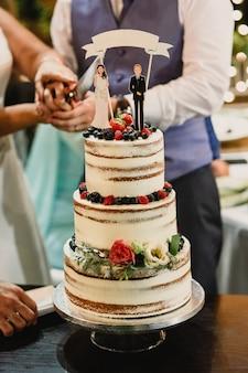 Tort weselny słodkiej piekarni