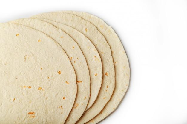 Tortilla tortilla kukurydziana lub po prostu tortilla to rodzaj cienkiego przaśnego chleba wytwarzanego z hominy.
