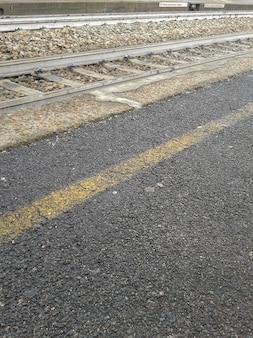 Tory kolejowe dla pociągów transportu publicznego,