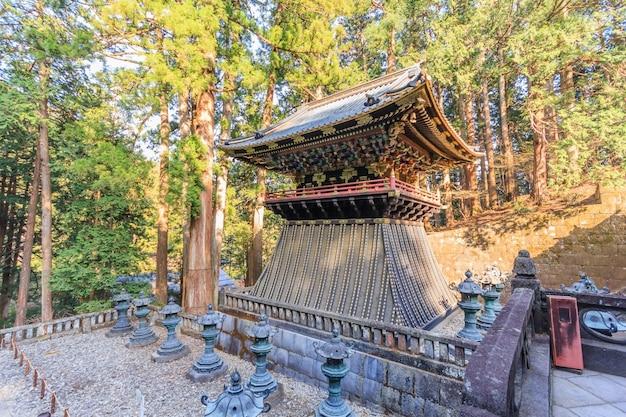 Toshogu świątynia w nikko, japonia. kapliczka trzyma mauzoleum tokugawa ieyasu