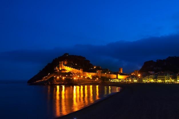 Tossa de mar w nocy. hiszpania