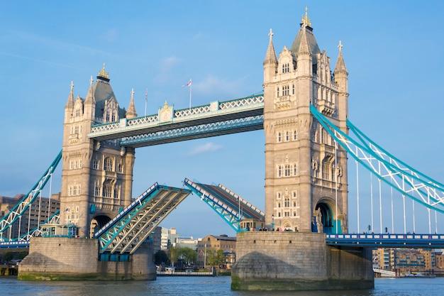 Tower bridge, londyn, wielka brytania.