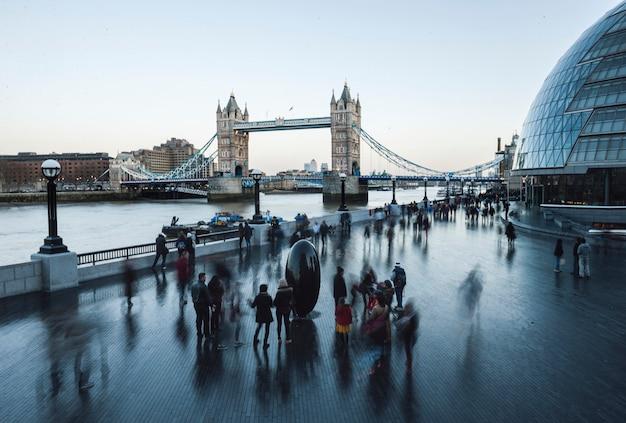 Tower bridge w londynie, anglia