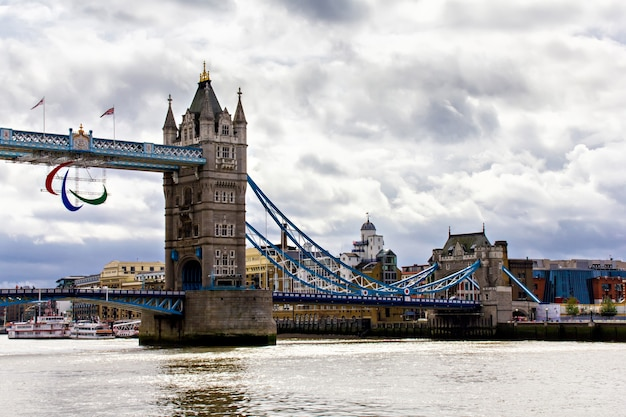 Tower Bridge W Londynie, Wielka Brytania Premium Zdjęcia